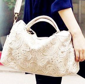elegante schultertasche in weiß