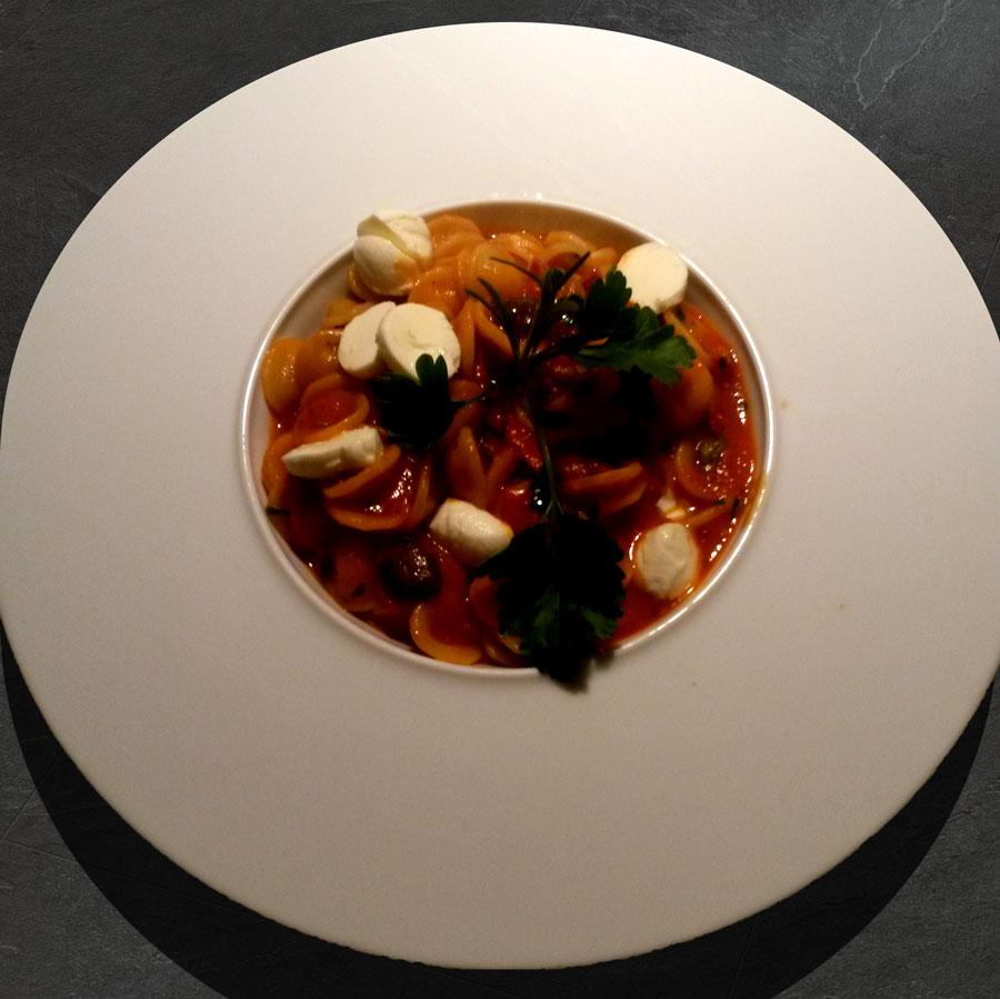 nudel-mit-speck-oliven-und-mozarella
