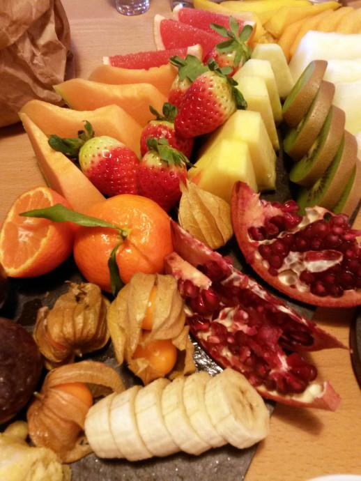 fruehstueck-brunch-lecker-obst