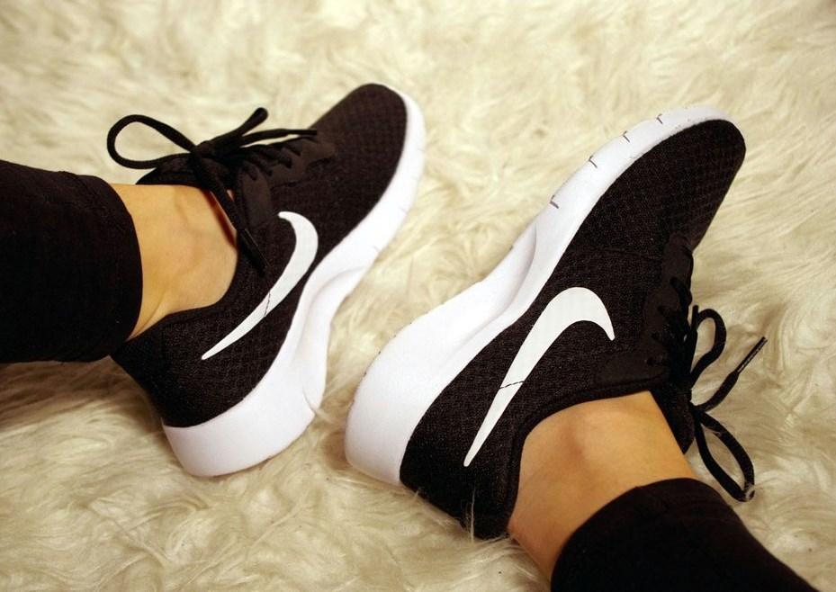 sportschuhe nike tanjun schwarz weiß